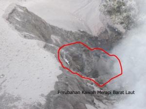 lubang kawah sisi barat laut, terlihat berbeda dengan hasil pantauan MMC bulan sebelumnya